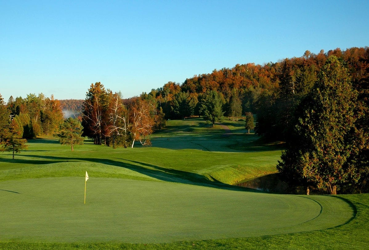 club de golf lac carling h tel golf resort pr s de lachute. Black Bedroom Furniture Sets. Home Design Ideas